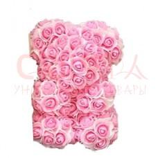 Мишка из розовых с белыми лепестками роз 20см